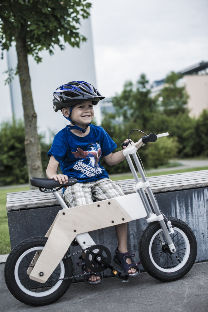 Kids grow up fast. They can graduate from a push bike to a pedal bike in a blink, leaving you with a useless kiddie bike that needs to be rehomed. Unless you have a Miilo bike -- created to handle a few growth spurts.